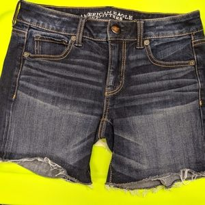American Eagle Women's Size 4 Distressed shorts